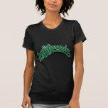 Verde en negro camisetas