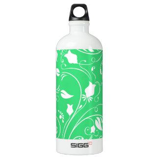 Verde lima, remolinos florales blancos; Flores