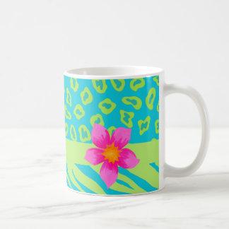Verde lima y flor rosada de la cebra y del tazas de café