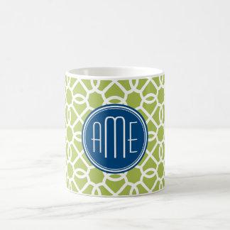 Verde lima y monogramas geométricos azules del taza
