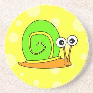 Verde lindo del dibujo animado del caracol con el  posavasos personalizados