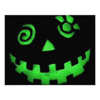 Verde loco de la cara de la calabaza de la lintern comunicados