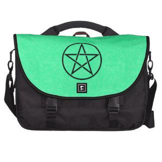 Verde menta con el bolso negro del ordenador portá bolsas para ordenador