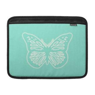 Verde menta de la mariposa que brilla intensamente funda para macbook air