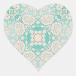 Verde menta y modelo grabado en relieve marfil del pegatina en forma de corazón
