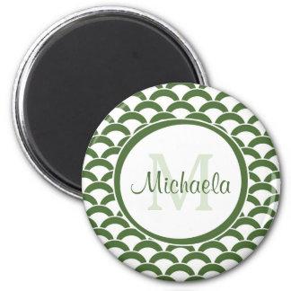 Verde moderno y el blanco hornea el monograma y el imán redondo 5 cm