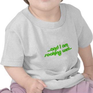 Verde mojado de impregnación camiseta