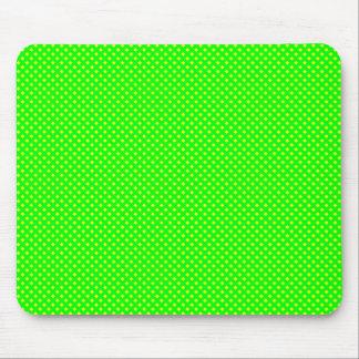 Verde neto del modelo con amarillo tapete de ratones