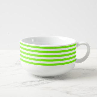 Verde rayado del césped tazón para sopa