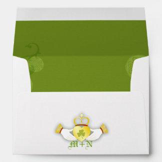 Verde + Sobre irlandés blanco de la invitación A7