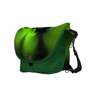 Verde torcido bolsas de mensajería