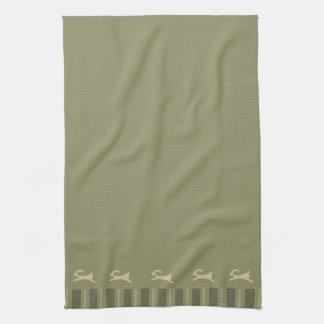Verde verde oliva primitivo del conejito de pascua toalla