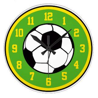 Verde y amarillo del fútbol reloj de pared