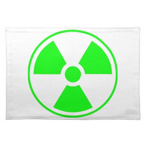 Verde y blanco radiactivos del símbolo de la radia manteles