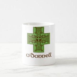 Verde y Brown del logotipo de O'Donnell Taza Básica Blanca