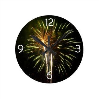 Verde y celebración del día de fiesta de los reloj redondo mediano