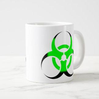 Verde y negro del zombi del símbolo del Biohazard Taza Grande