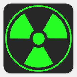 Verde y negro radiactivos del símbolo de la pegatina cuadrada