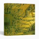 Verde y placa de circuito del ordenador electrónic