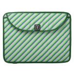 Verde y rayas de la diagonal del trullo fundas para macbooks