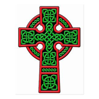Verde y rojo de la cruz céltica postal