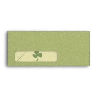 Verde y trébol del oro sobres