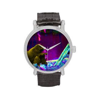 Verdes de la consumición del primate en el borde d relojes de pulsera