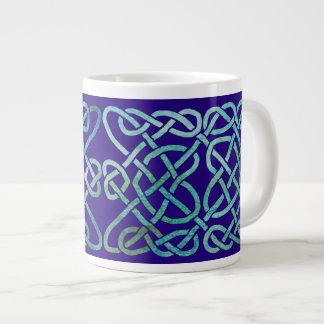 Verdete del nudo de cuatro corazones en azul taza grande