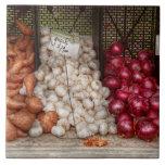 Verdura - patatas dulces, ajo, y cebollas azulejo