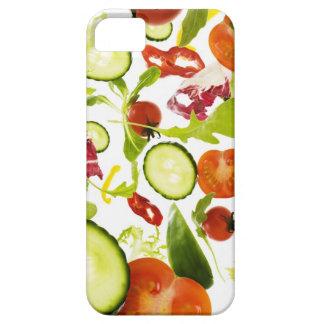 Verduras de ensalada mezclada frescas que caen a l iPhone 5 Case-Mate carcasa