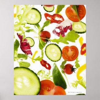 Verduras de ensalada mezclada frescas que caen a póster