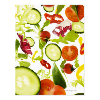 Verduras de ensalada mezclada frescas que caen a tarjeta postal