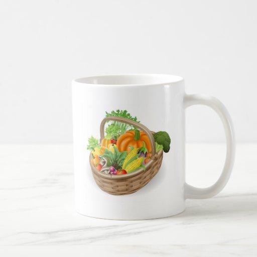 Verduras frescas de la cesta taza básica blanca