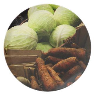 Verduras orgánicas en una placa del mercado plato de comida