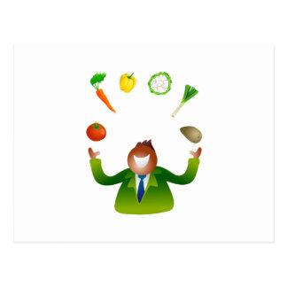 Verduras que hacen juegos malabares del hombre tarjeta postal