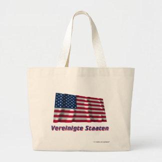 Vereinigte Staaten Fliegende Flagge mit Namen Tote Bags