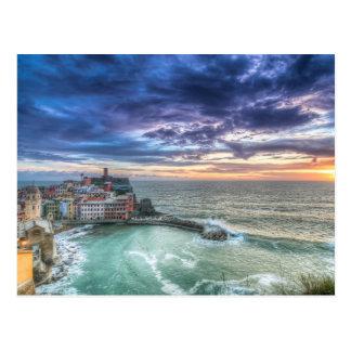 Vernazza en la puesta del sol, Italia Postal