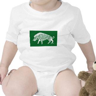 Verraco blanco de Knotwork en verde Camisetas
