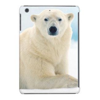 Verraco grande adulto del oso polar en el hielo fundas de iPad mini