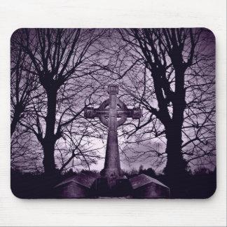 Versión gótica de la púrpura de la piedra sepulcra mousepad