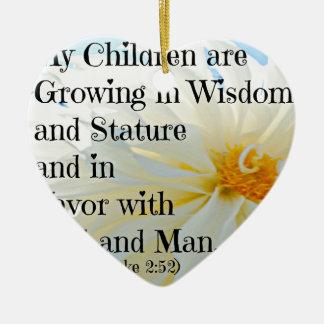 Verso de la biblia de Lucas que mis niños están Adorno Navideño De Cerámica En Forma De Corazón