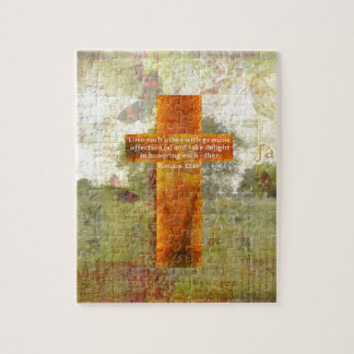 Verso de la biblia del 12:10 de los romanos sobre puzzles con fotos
