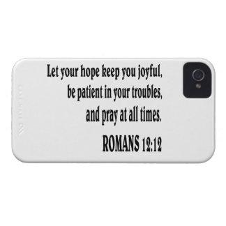 Verso de la biblia del 12:12 de los ROMANOS iPhone 4 Fundas