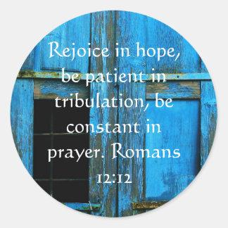 Verso de la biblia del 12:12 de los romanos sobre pegatina redonda