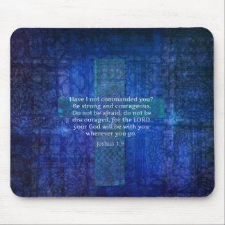 Verso de la biblia del 1:9 de Joshua sobre fuerza Mouse Pads