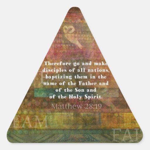 Verso de la biblia del 28:19 de Matthew Calcomanías Trianguloes