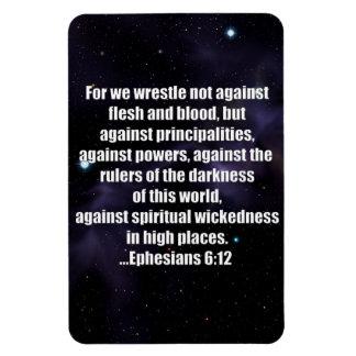 Verso de la biblia del 6:12 de Ephesians en fondo  Imanes Rectangulares