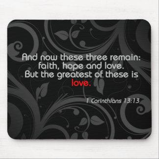Verso de la biblia del amor negro rojo tapete de ratón