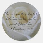 Verso de la biblia del rosa blanco de los