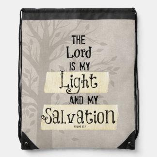 Verso de la biblia: El señor es mi luz y mi Mochilas